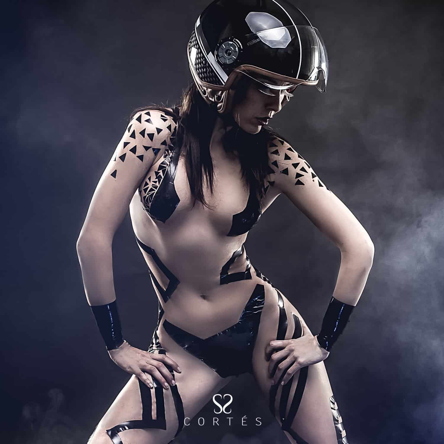 seductive-power-beautiful-woman-with-bike-helmet-naked-and-bla Fernando Cortés - Fotografía creativa y creación de estilismos